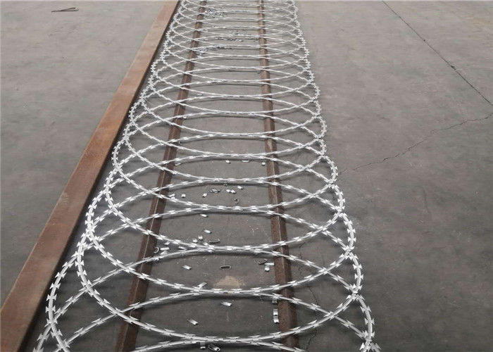 BTO-30 BTO-28 Barbed Flat Wrap Razor Wire With Clips